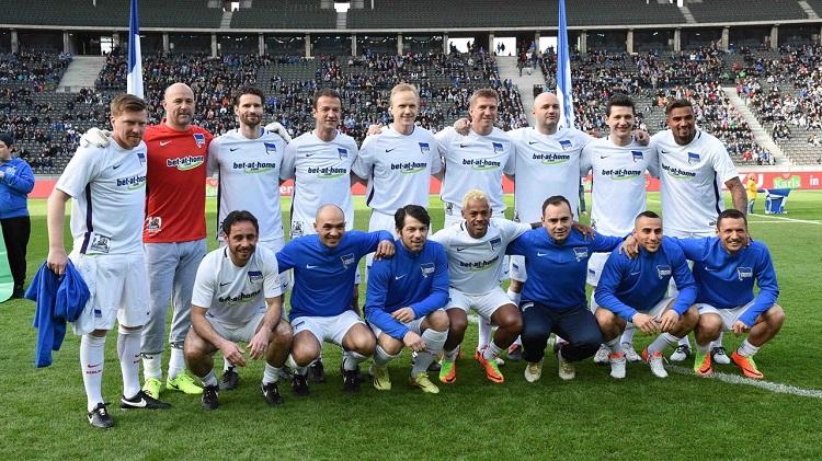 Abschied der Hertha-Legende Marcelinho von der Fußballbühne mit Gábor Király zwischen den Pfosten