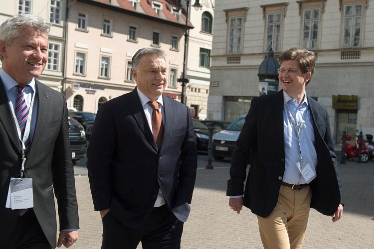 """Viktor Orbán: """"Das Mercedes-Benz Werk symbolisiert das Vertrauen in Ungarn"""" post's picture"""