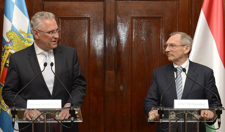 Bayerns Innenminister trifft seinen ungarischen Amtskollegen post's picture