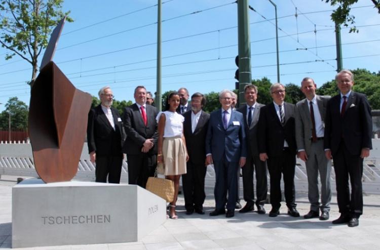 Neues Mauerfalldenkmal in Berlin als Dank an Ungarn, Polen, Tschechien und Slowakei eingeweiht post's picture