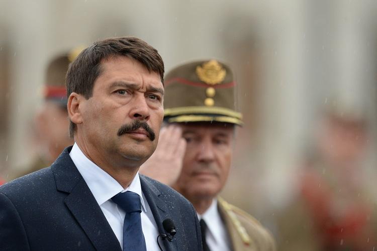 Präsident Áder unterzeichnet Notstandsgesetz post's picture