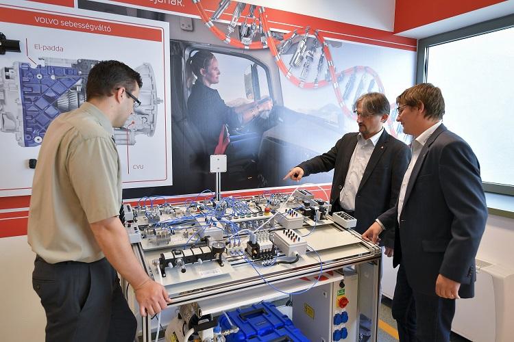 Erstes Pneumatik-Labor Ungarns eingeweiht post's picture