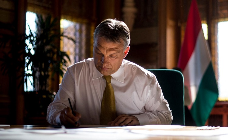 Viktor Orbán gratuliert Angela Merkel zum Wahlsieg post's picture