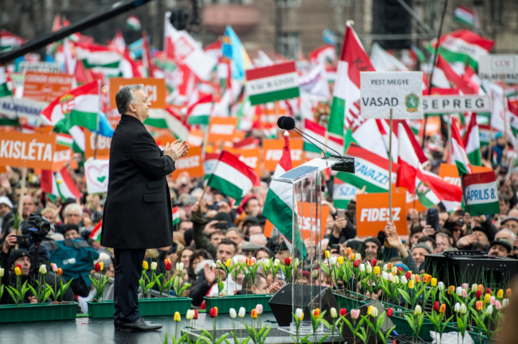 "FAZ: ""Orbáns starkes Mandat"""