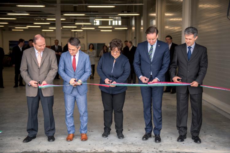 Schäfer-Oesterle weiht neue Werkhalle in Bonyhád ein