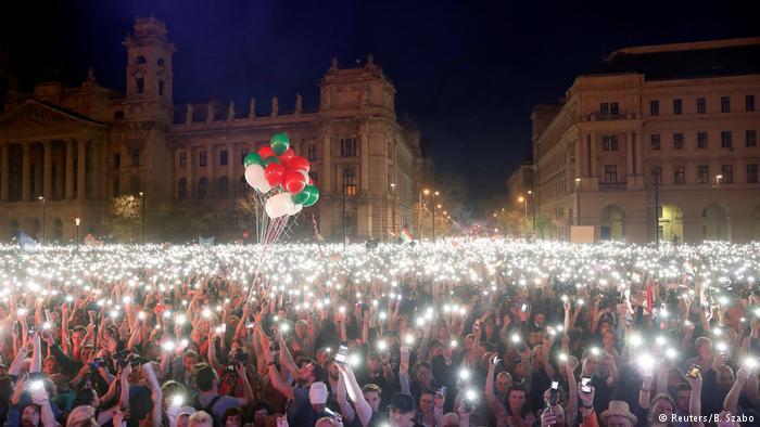 Demonstrationen in Ungarn: Zehntausende gegen die Regierung post's picture