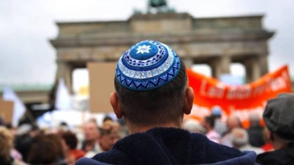 Es ist nicht sicher, Tragen einer Kippa in Berlin – die Übergriffe gegen jüdische Mitbürger alarmiert den Zentralrat der Juden post's picture