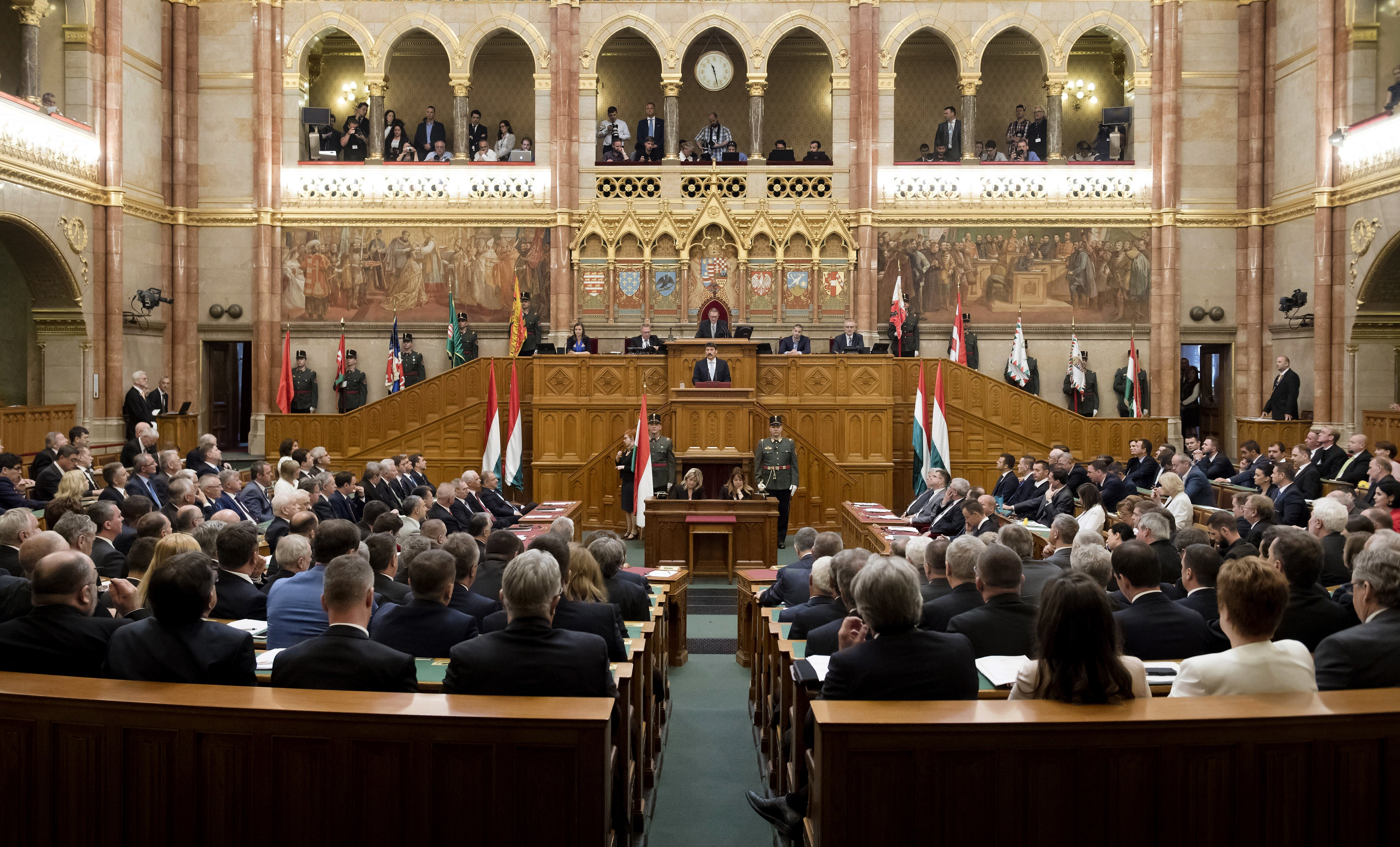 Ungarns neues Parlament – Protest und Amtseid am Dienstag post's picture