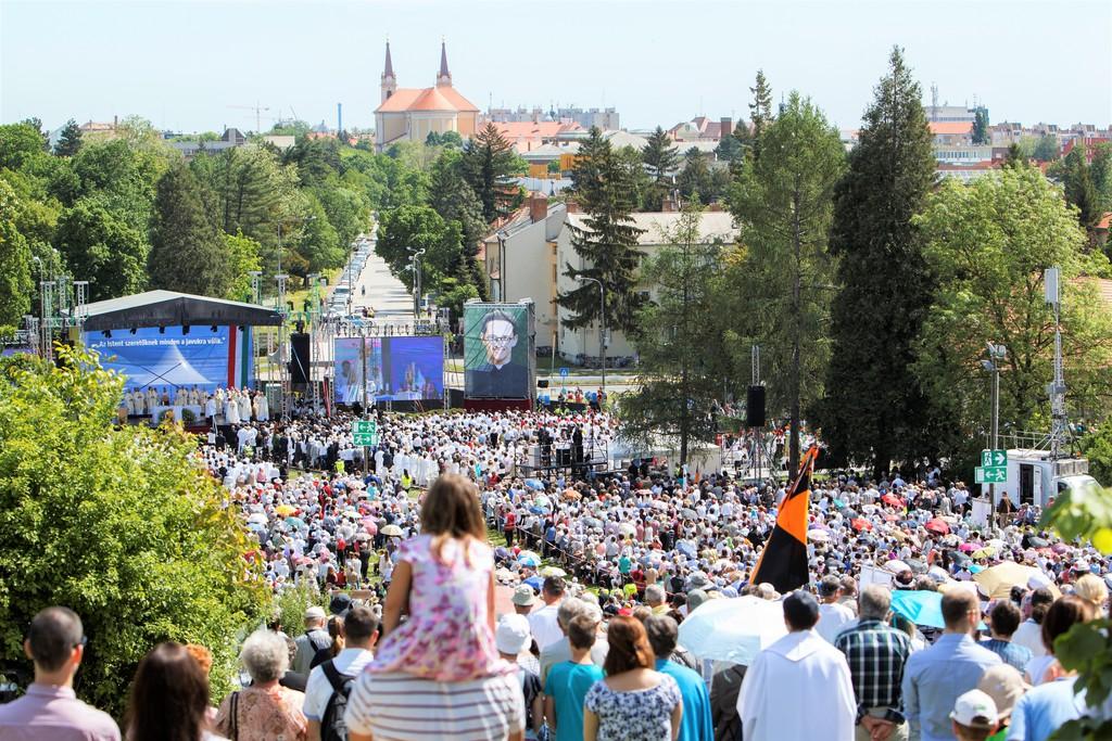 Zehntausende bei Seligsprechung von Janos Brenner post's picture