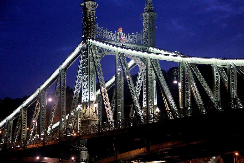 Der Standard: Freiheitsbrücke von Budapest unter den schönsten Brücken der Welt post's picture