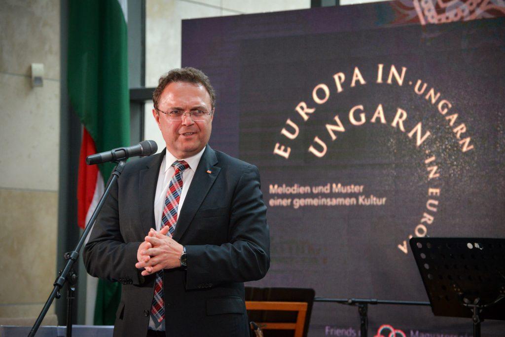 """Hans-Peter Friedrich: """"Wir sind immer noch dankbar für die Grenzeröffnung Ungarns"""" post's picture"""