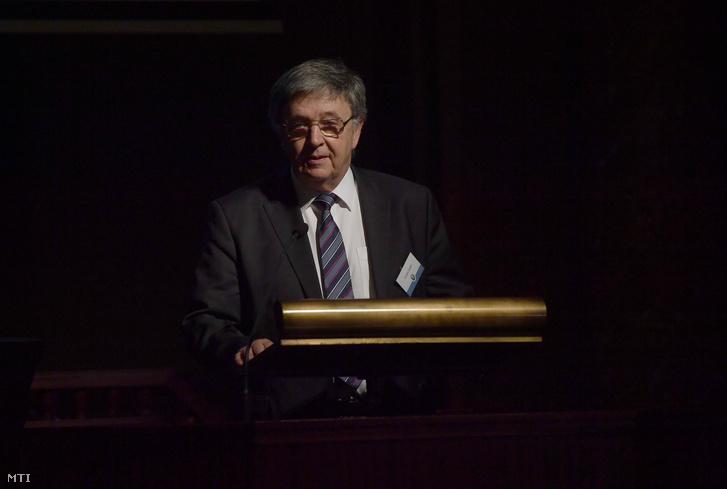 MTA-Präsident wendet sich an Verfassungsgericht post's picture