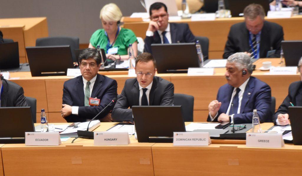 Szijjártó: Ungarn will UNO-Migrationspakt boykottieren