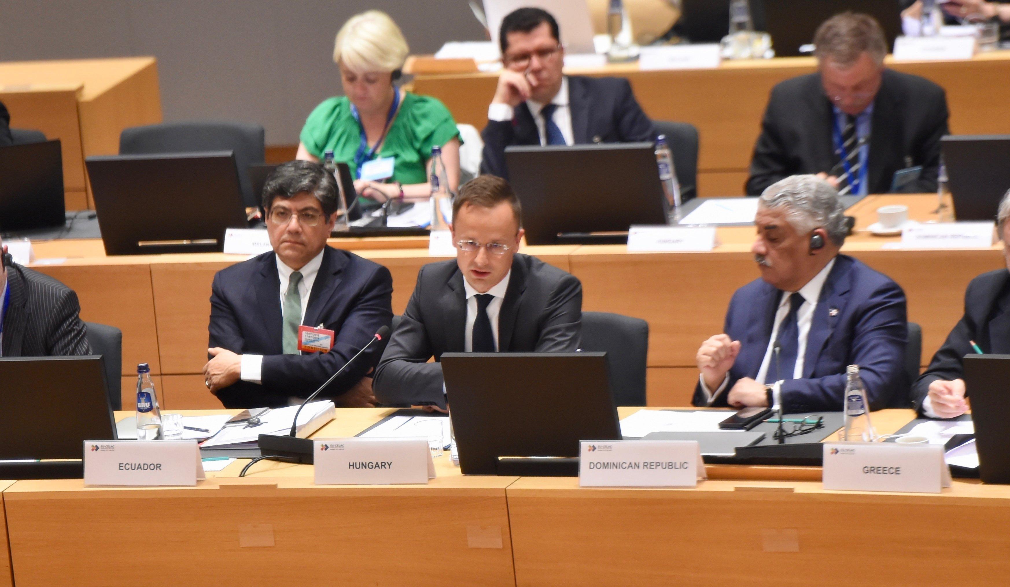 Szijjártó: Ungarn will UNO-Migrationspakt boykottieren post's picture