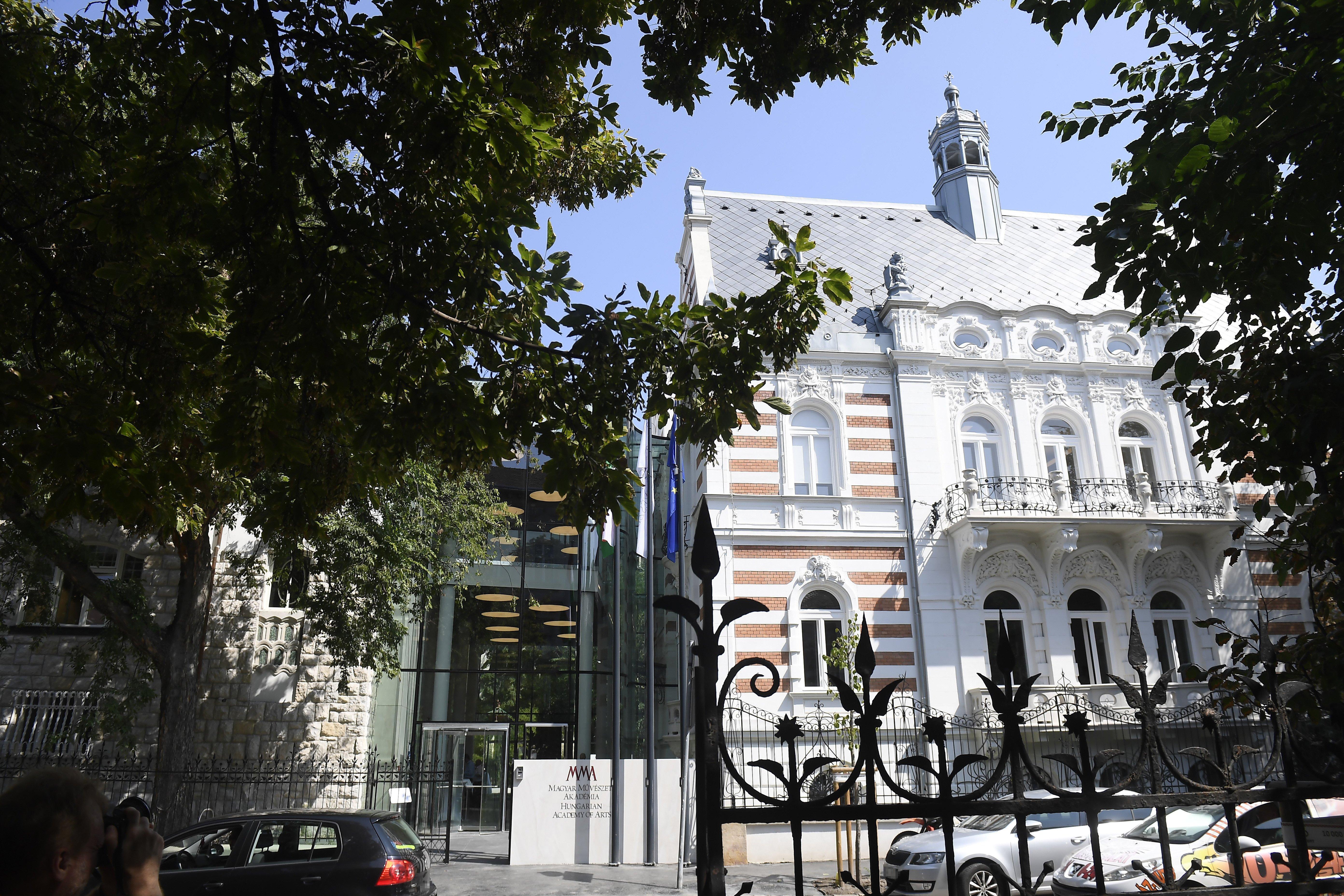 Kunstakademie – Neues Bürohaus post's picture