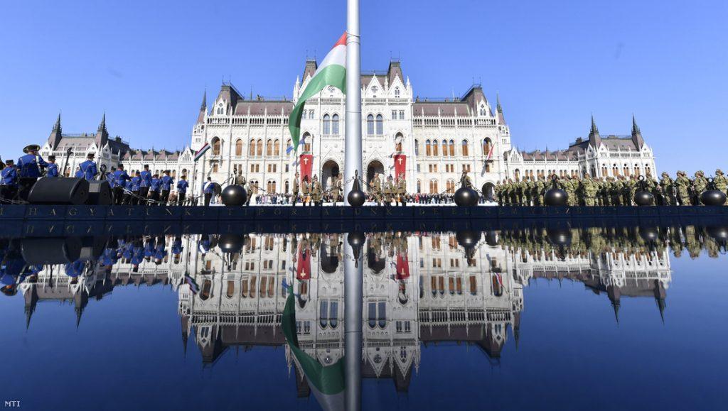 Presseschau: Streit um Fahne mit christlichem Kreuzsymbol post's picture