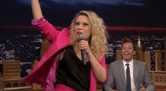 Kate McKinnon rappt auf Ungarisch in der US-TV-Show post's picture