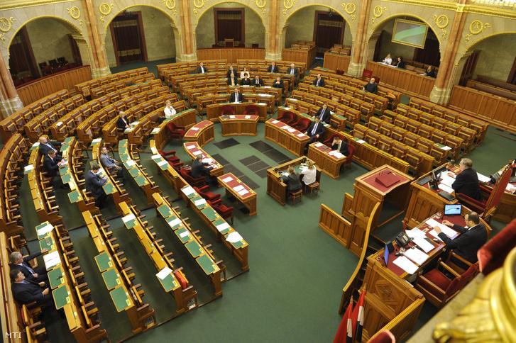 """""""Auf die Größe kommt es an"""" – Das Parlament in Ungarn und in Deutschland post's picture"""