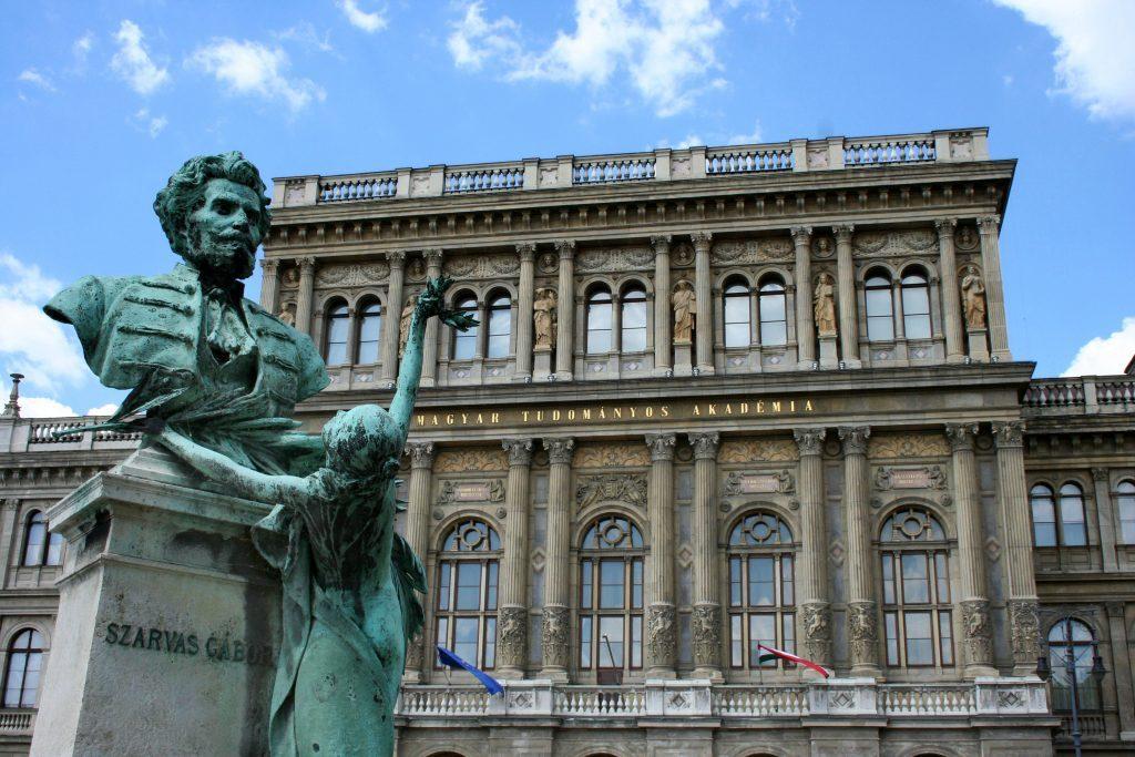 Teilerfolg: Ungarische Akademie der Wissenschaften vereinbart sich mit dem Ministerium post's picture