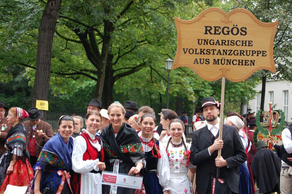 Ungarischer Trachtenumzug auf dem Oktoberfest 2018