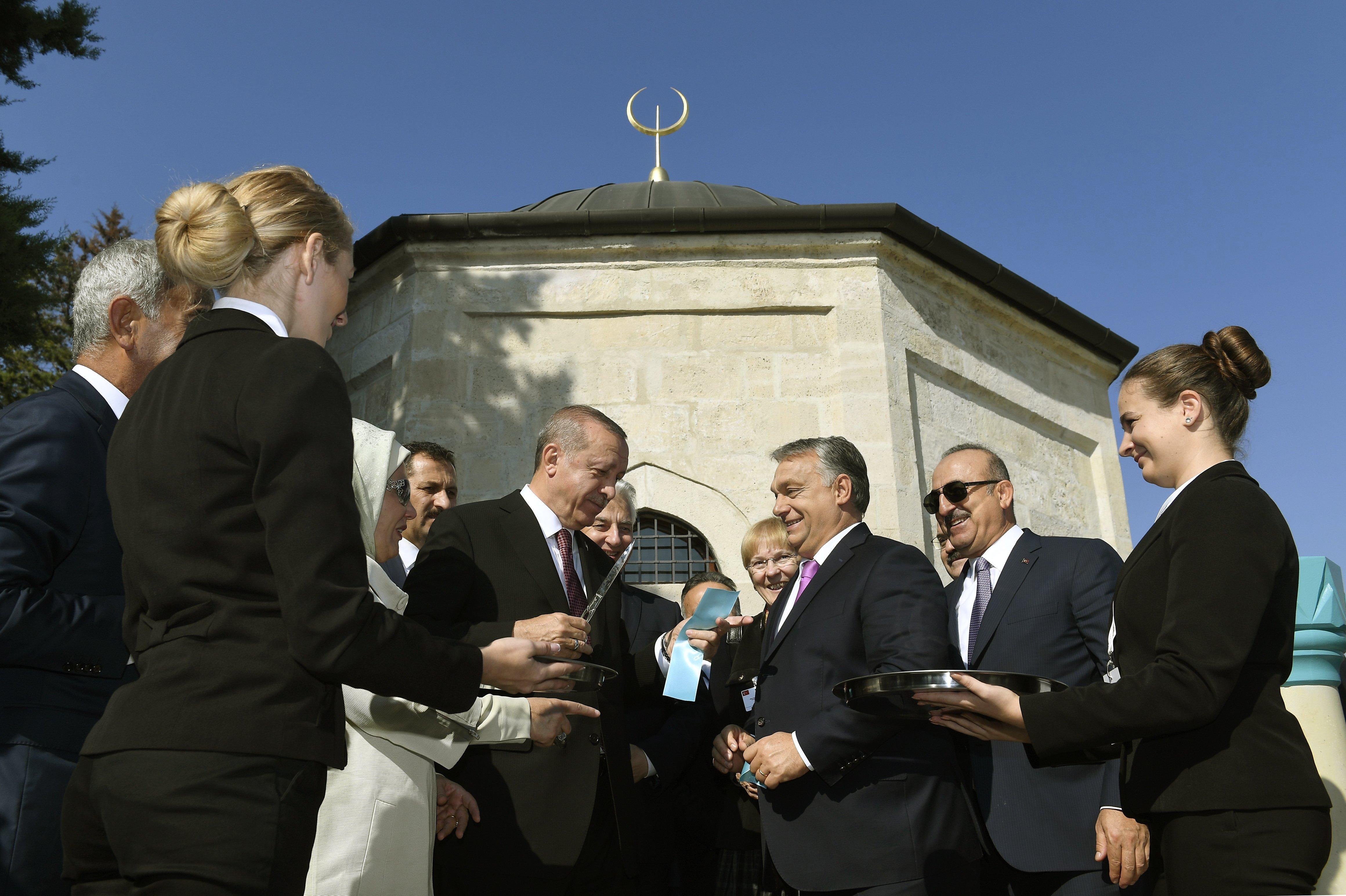 Orbán und Erdogan eröffnen renoviertes türkisches Grabmal post's picture