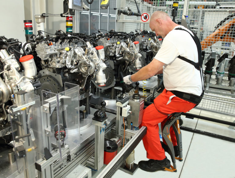 Ergonomische Geräte bei Audi Hungaria getestet