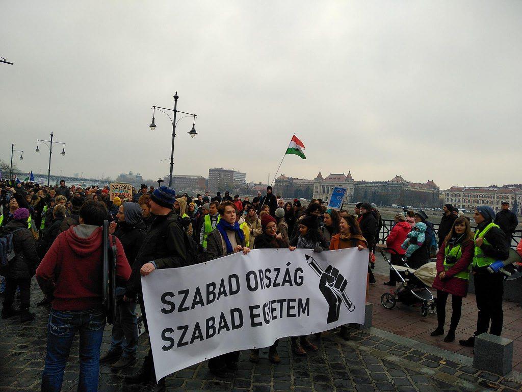 Protest gegen Schließung der CEU post's picture