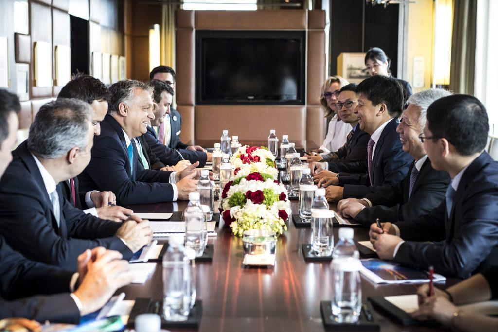 Gespräche zwischen Viktor Orbán und dem Vorsitzenden von Huawei in Shanghai post's picture