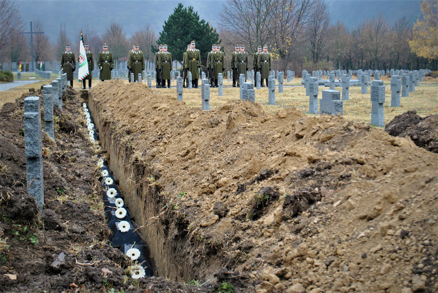 Bestattung deutscher und ungarischer Soldaten in Budaörs post's picture