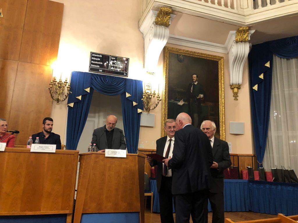 Mitglieder der Freunde von Ungarn Stiftung mit wertvollen Preisen ausgezeichnet