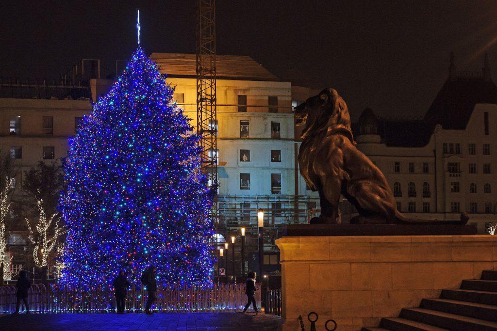 Ungarns Weihnachtsbaum steht post's picture
