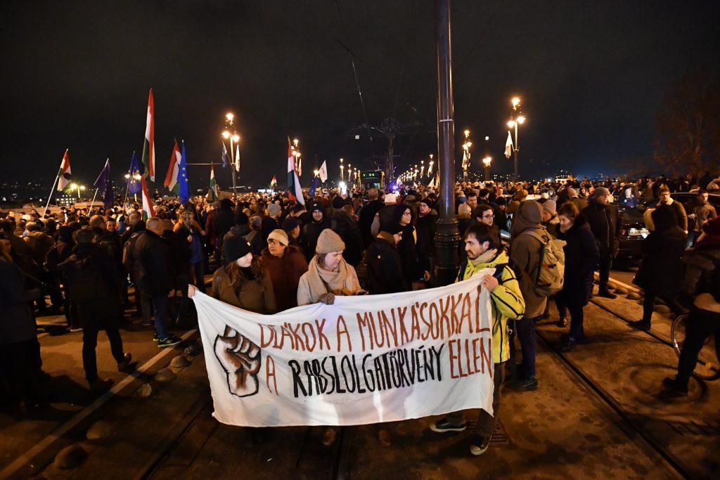 Demonstration gegen umstrittenes Arbeitsgesetz post's picture