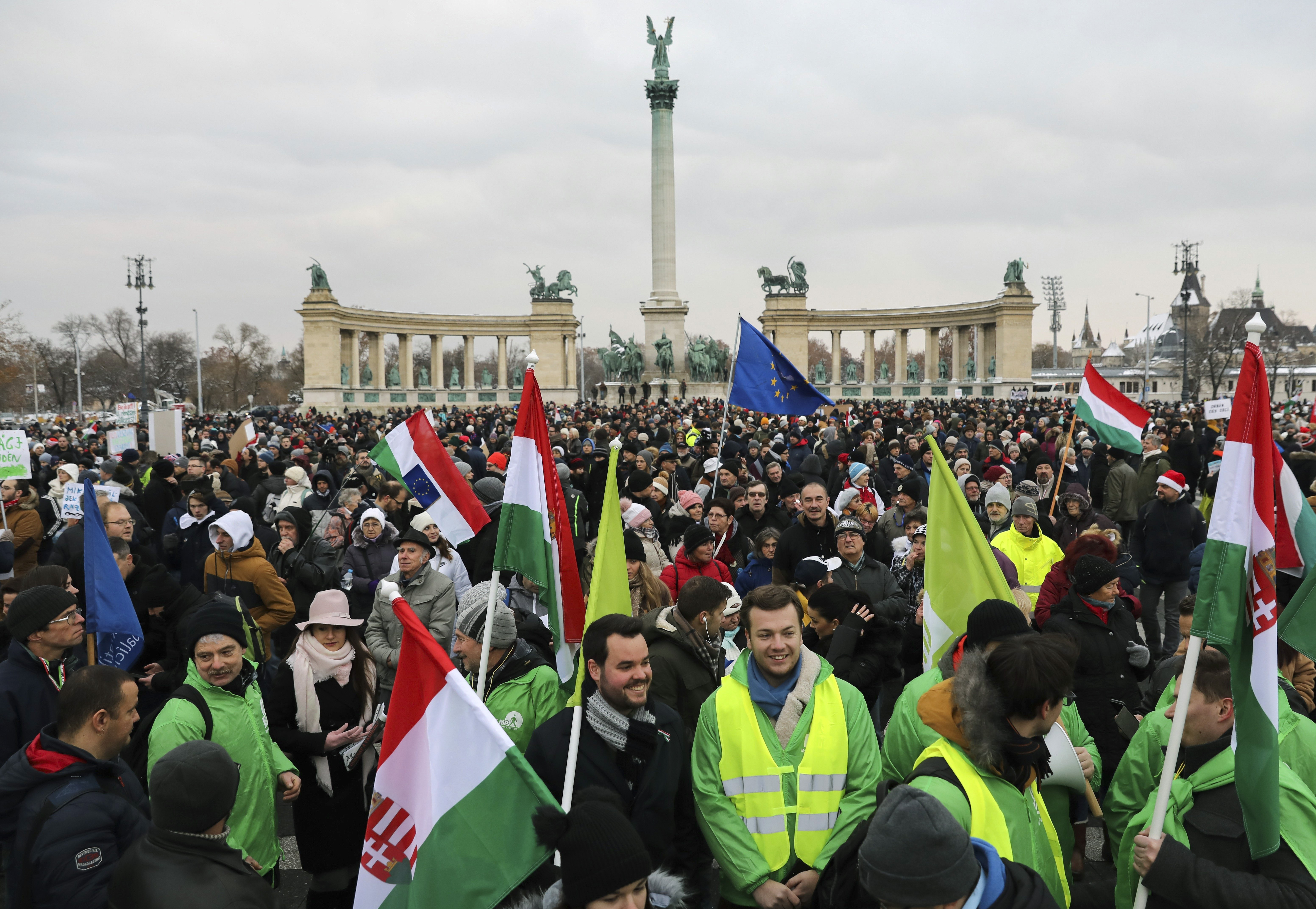 Presseschau: Proteste gegen das Überstundengesetz: Wendepunkt für die Linke oder unnütze Hysterie? post's picture
