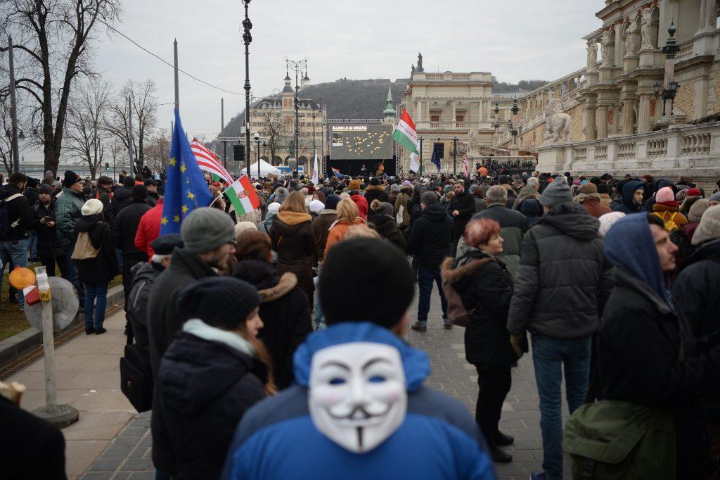 Landesweite Demonstrationen, laut Regierung steckt EP-Wahlkampf dahinter post's picture