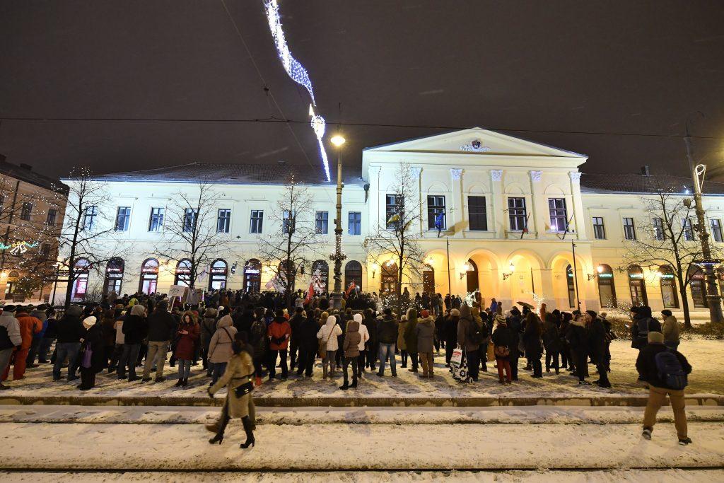 Proteste in Budapest, Szolnok, Pécs und Debrecen gegen Änderungen des Arbeitsgesetzbuches post's picture