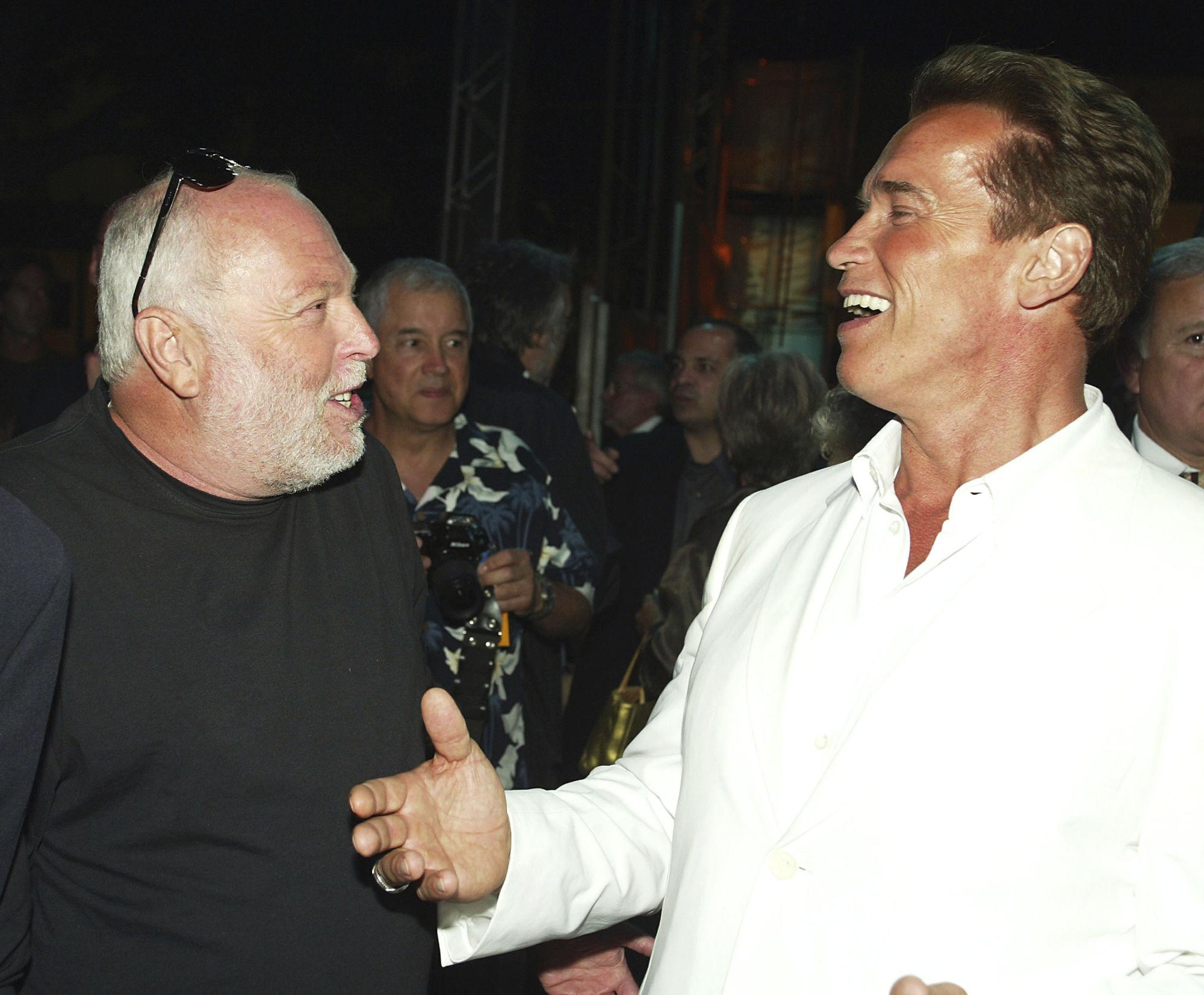 Schwarzenegger spricht bei Andy Vajnas Begräbnis post's picture