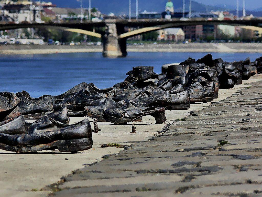 Überreste von Holocaustopfern in der Donau gesucht post's picture