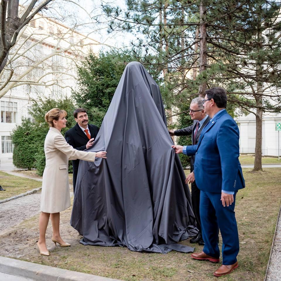 Retter der Mütter bekommt Statue in Wien post's picture