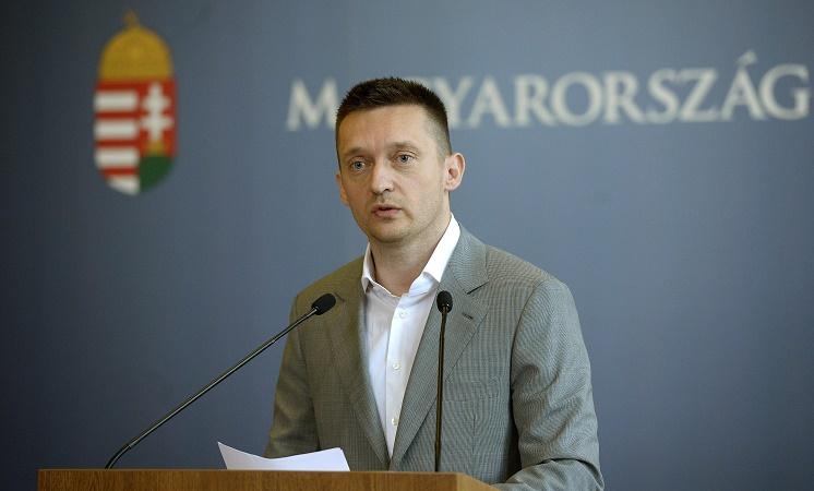 Kabinettchef vom Premierminister Orbán: Fidesz bleibt in der EVP, solange sie gegen Migration ist