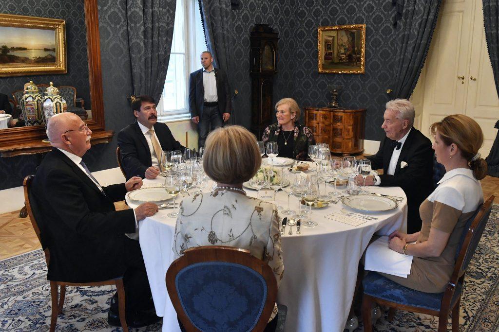 Präsident Áder empfängt Mitglieder der Freunde von Ungarn Stiftung post's picture