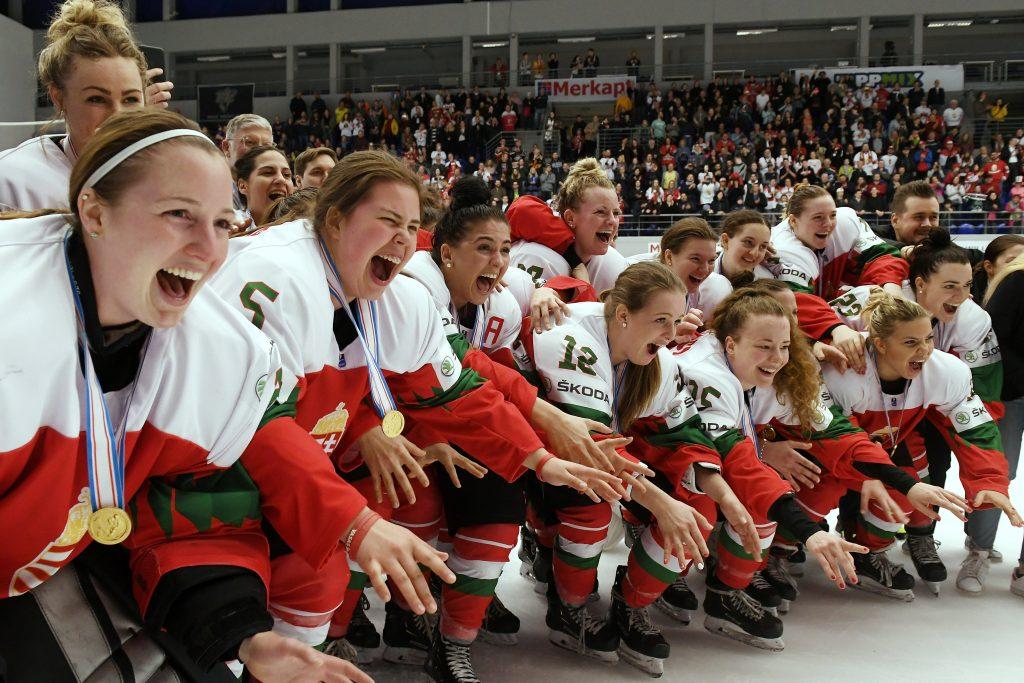 Ungarisches Dameneishockey-Team macht Geschichte post's picture