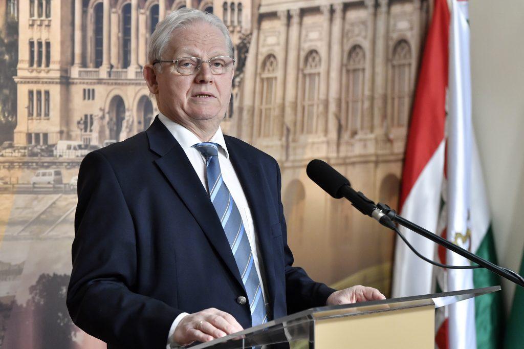 Regierungsnahe Meinungsforscher: OB Tarlós beliebter als seine Herausforderer