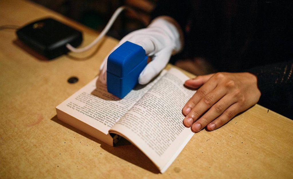 GlovEye: Ungarische Erfindung ermöglicht Blinden und Sehbehinderten das Lesen post's picture