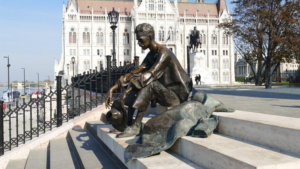 Tag der ungarischen Poesie: Vorsicht! Herzliche, komische und ergreifende Momente sind heute zu erwarten!