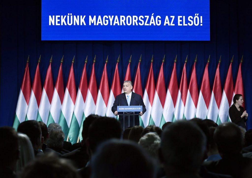 Mehr als 600.000 Unterschriften zur Unterstützung des Programms von Premier Orbán post's picture