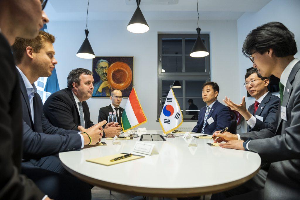 """Südkorea und Ungarn: """"Beste Partner bei der vierten industriellen Revolution"""""""