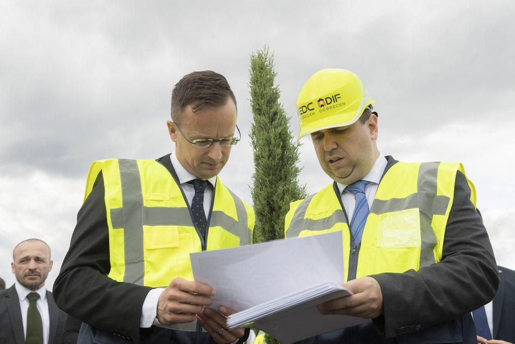 Außenminister: BMW-Werk in Debrecen soll die Wirtschaft weiter stärken post's picture
