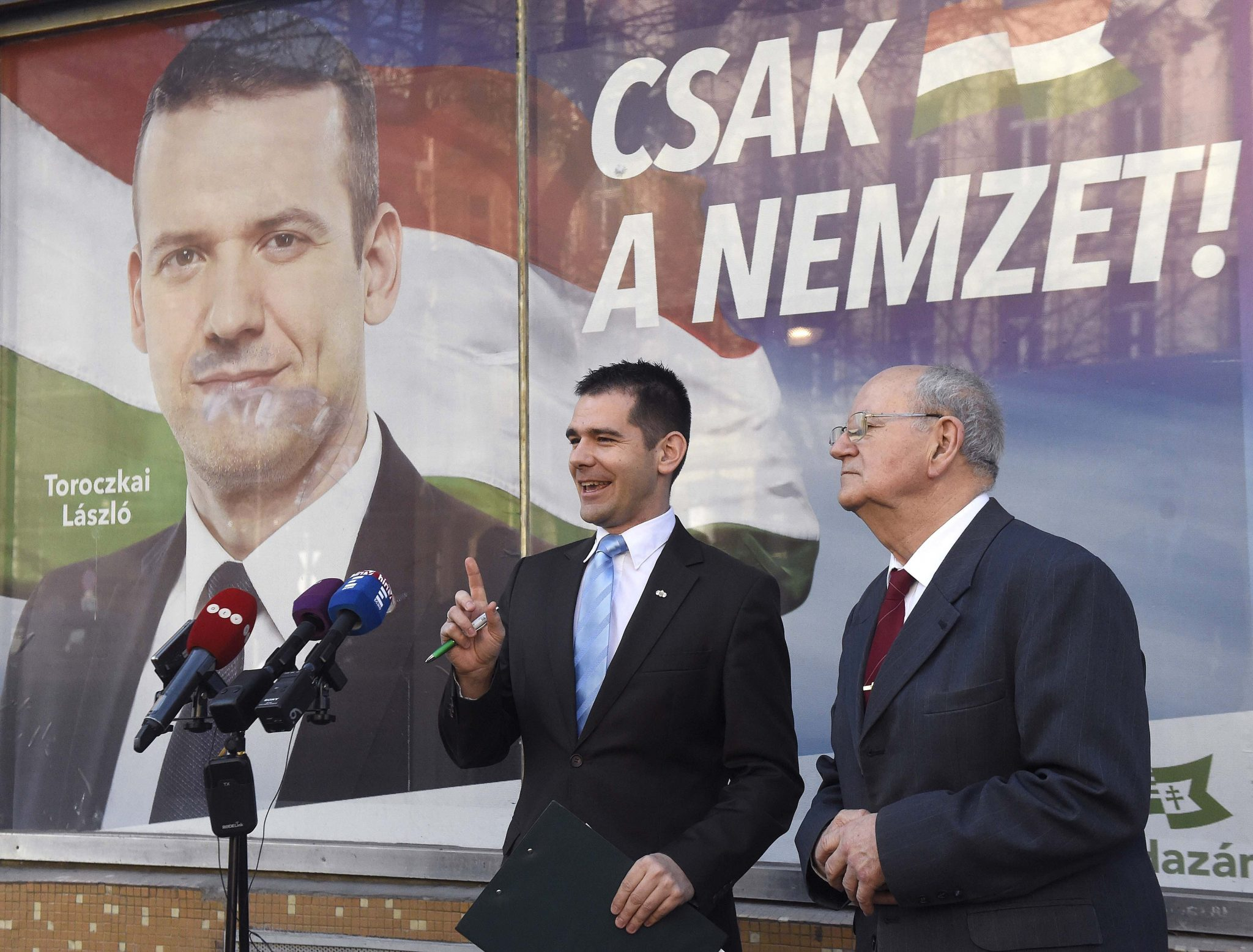"""Mi Hazánk: """"Organisierte Gruppen von Zigeuner werden mit Bussen zu den Urnen geliefert"""" post's picture"""