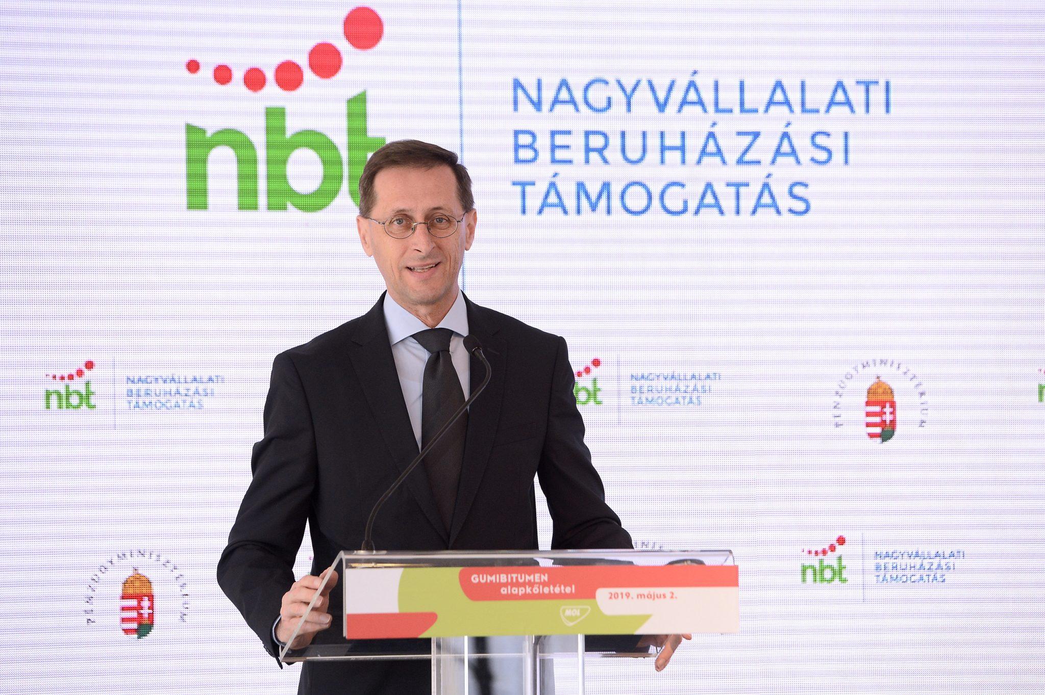 Finanzminister: 2021 soll das Jahr des Wachstums für die ungarische Wirtschaft sein!
