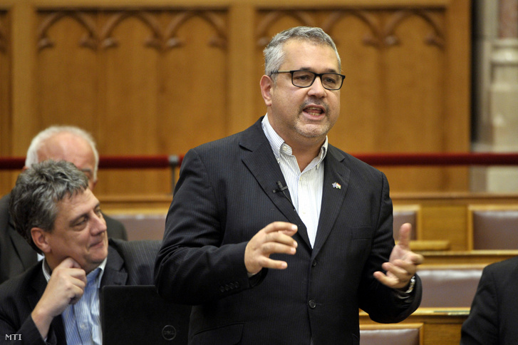 """DK: """"Regierung soll die geplante Umstrukturierung der Ungarischen Akademie widerrufen"""" post's picture"""